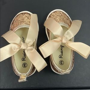 Other - Gold glitter shoe
